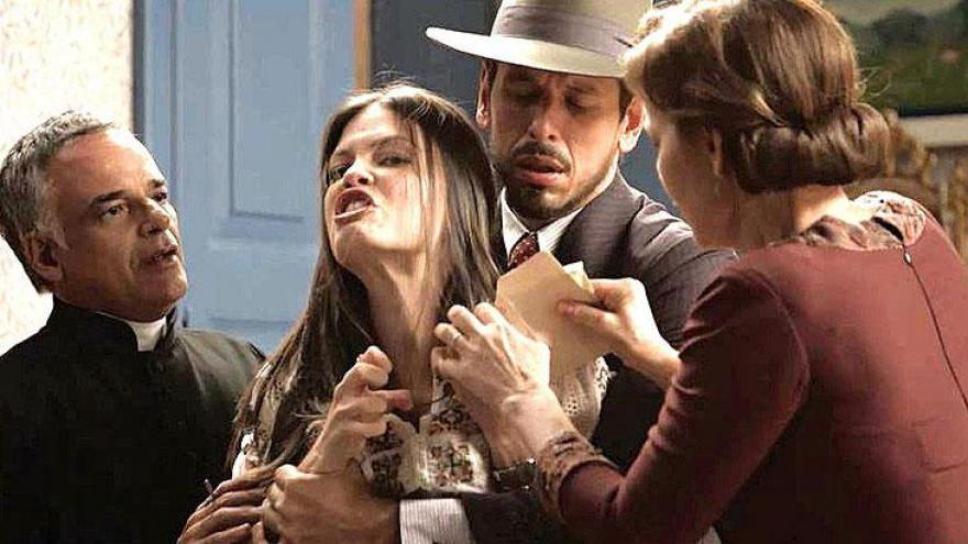 Cris (Vitória Strada) tem delírios violentos e ataca Alain pensando ser Gustavo Bruno