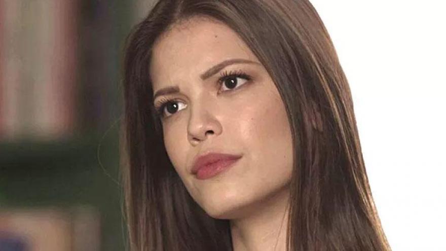 Cris fica chocada quando Isabel diz que dormiu com Alain