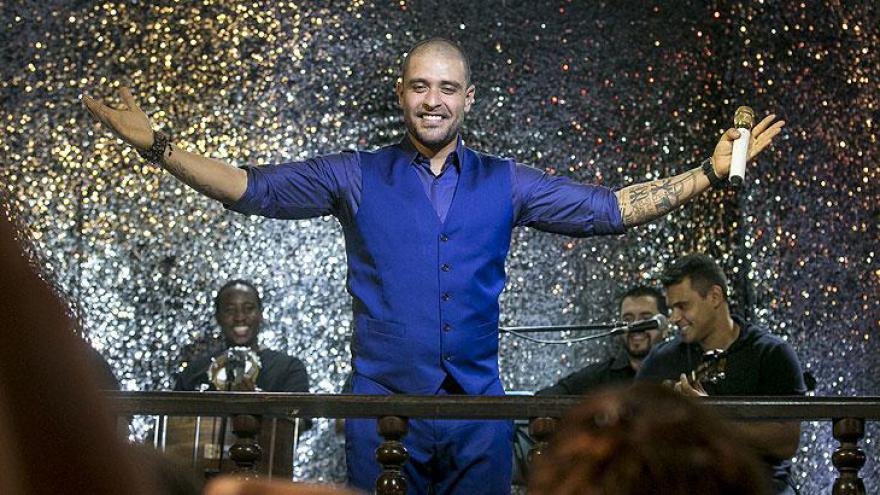 Diogo Nogueira participa da novela cantando na Estudantina Musical Diogo Nogueira