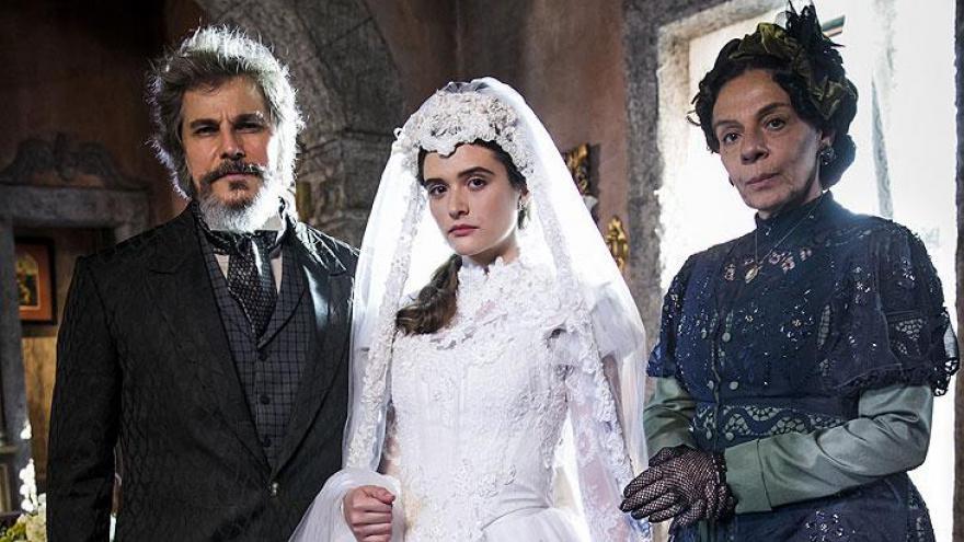Dom Sabino ( Edson Celulari ), Marocas ( Juliana Paiva ) e Dona Agustina ( Rosi Campos )