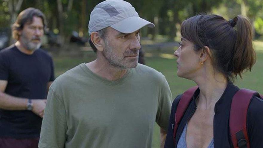 Elias (Marco Ricca) discute com Helena (Carol Castro)
