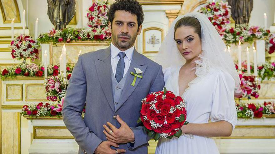 Emilio (João Baldasserini) e Marocas (Juliana Paiva)