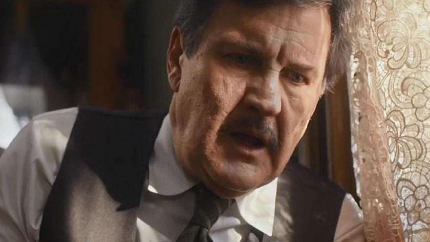 Júlio (Antonio Calloni) passa mal após briga com filho