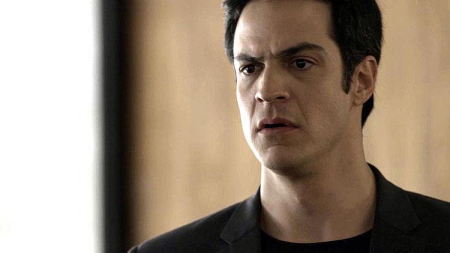 Erick fica chocado com o pedido de Luíza.