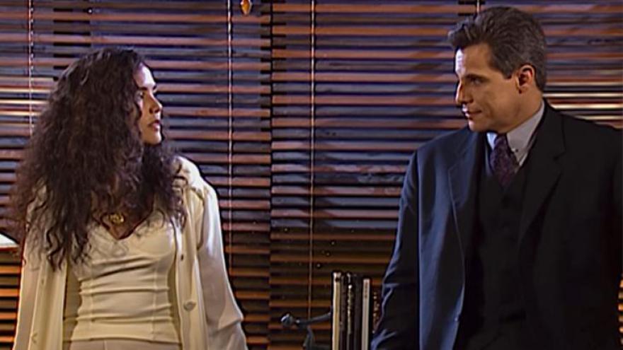 Dara (Tereza Seiblitz) e Júlio (Edson Celulari)