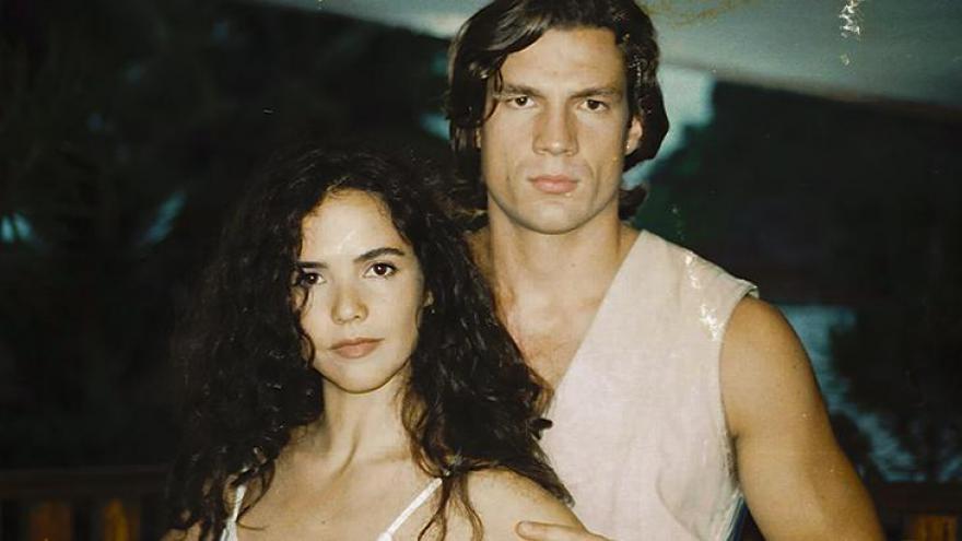 Dara (Tereza Seiblitz) e Igor (Ricardo Macchi)