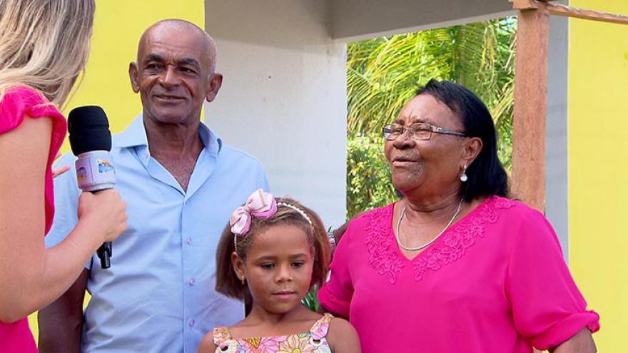 Casa da pequena Rivânia é entregue em Pernambuco