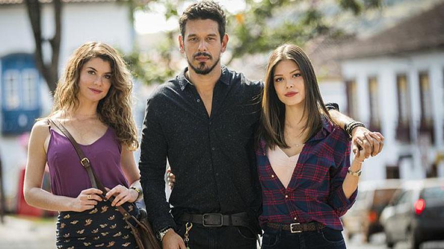 Isabel (Alinne Moraes), Alain (João Vicente de Castro) e Cris (Vitória Strada)