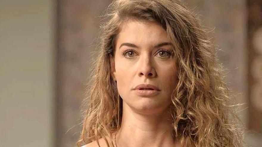 Isabel (Alinne Moraes) fica em choque ao conhecer André
