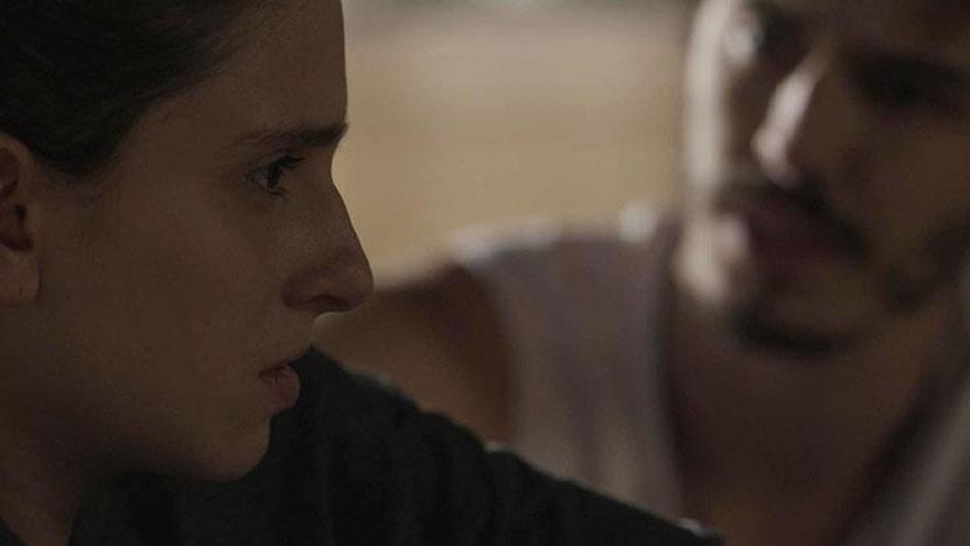 Ivana conversa com Cláudio sobre o futuro.