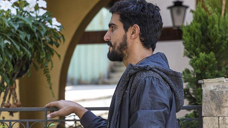 Jamil entrega chave para Miguel