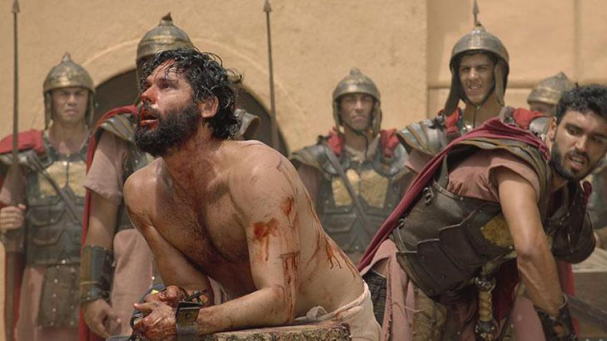 Jesus é humilhado e recebe coroa de espinhos