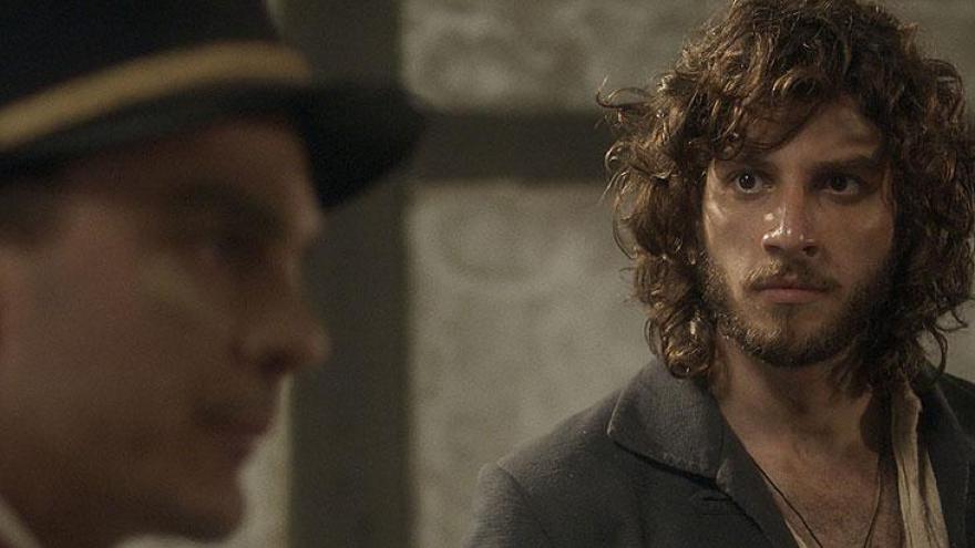 Joaquim recebe a notícia de que Elvira foi raptada.