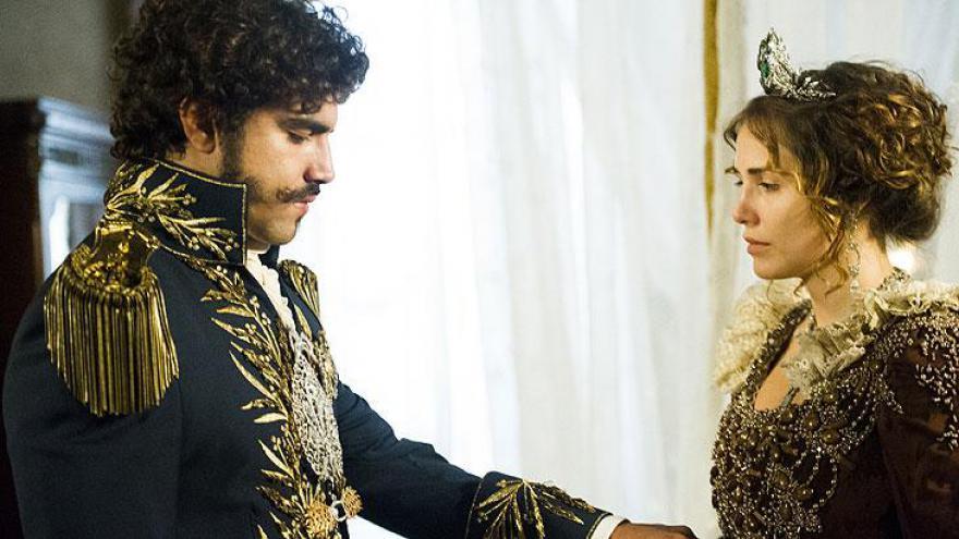 Pedro ( Caio Castro ) e Leopoldina ( Letícia Colin )