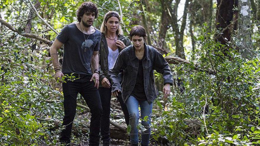 Manu, Luzia e Narciso correm