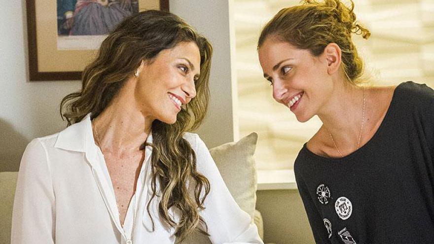 Ivana ( Carol Duarte ) e Joyce ( Maria Fernanda Cândido )