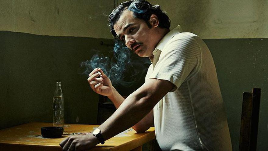 Em terceiro apareceNarcos, que retrata a ascensão e queda do narcotraficante Pablo Escobar.