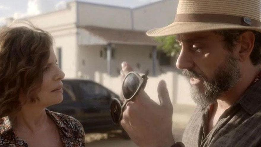 Rosinete fica sem entender quando Pedro sai sem avisar