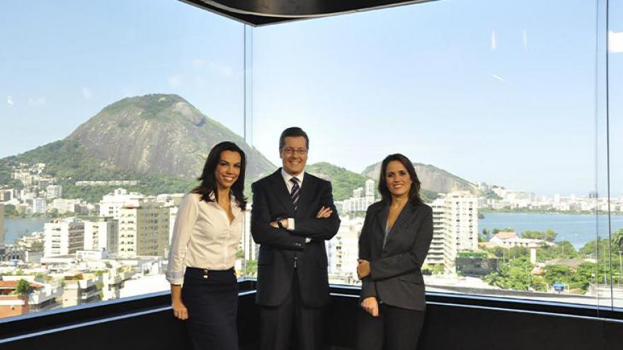 Ana Paula Araújo, Márcio Gomes e Ana Luiza Guimarães em 2011, no lançamento do estúdio de vidro da Globo Rio
