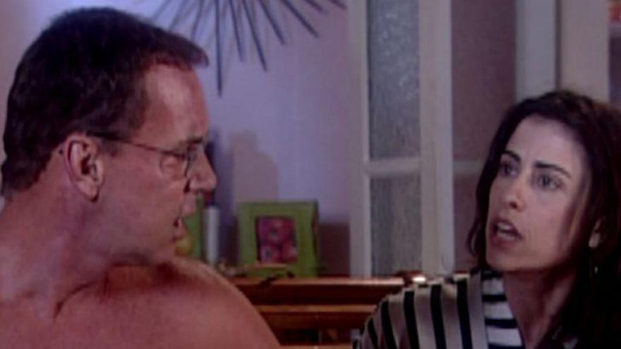 Você e seu namorado estão na maior intimidade quando, de repente, você vê uma espinha enorme nas costas dele e...