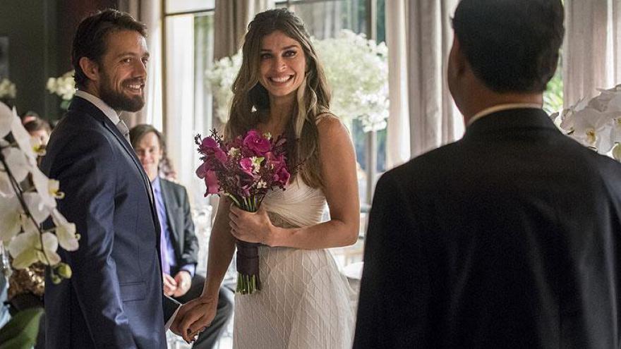 Lívia se casa com Renato