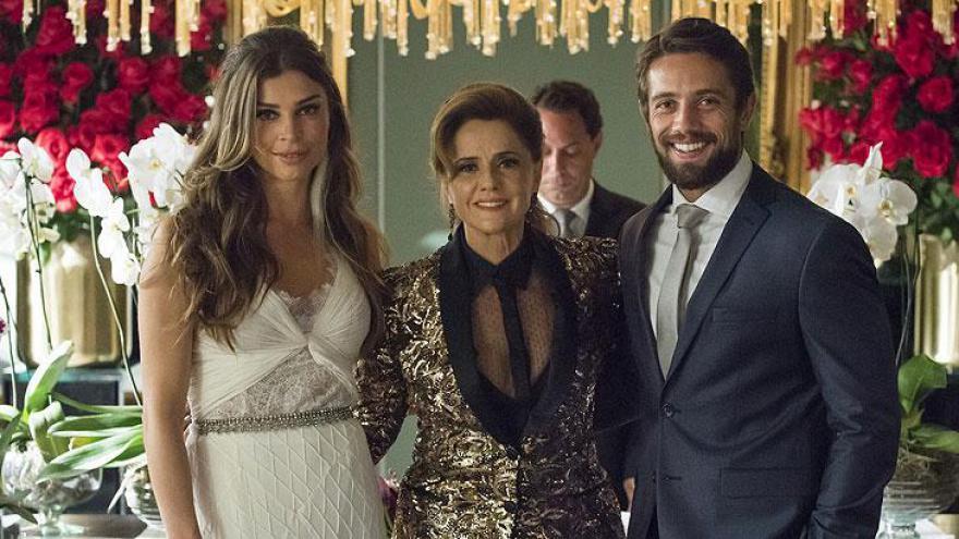 Lívia (Grazi Massafera), Renato (Rafael Cardoso) e Sophia (Marieta Severo)