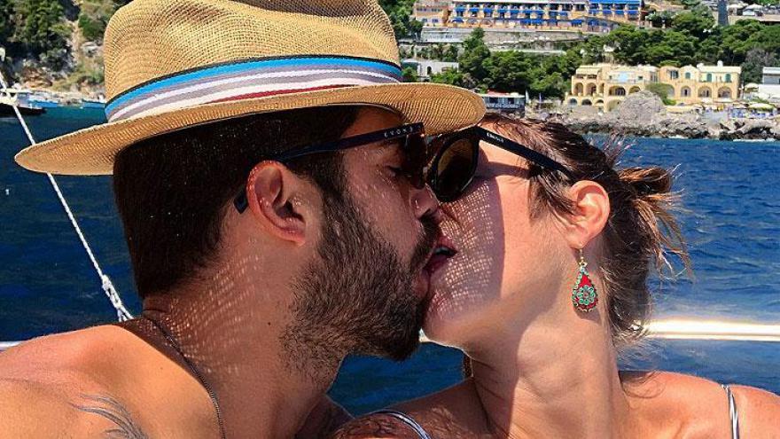 Pedro Scooby e Luana Piovani em um beijão