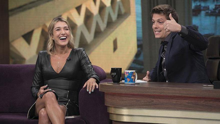 Gabriela Pugliesi e Fábio Porchat - Atração é exibida de segunda a quinta-feira na Record TV, à 00h15.