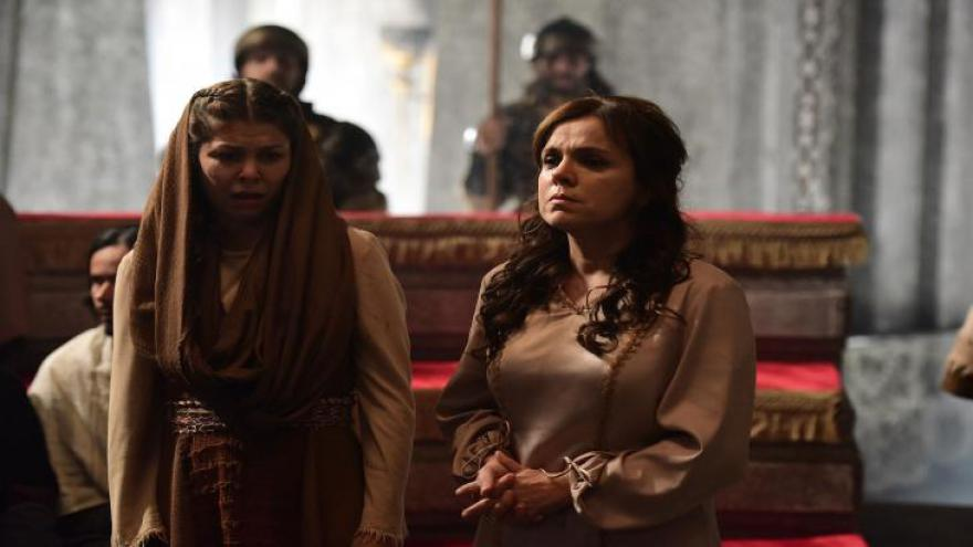 Judite confessa o adultério e é apedrejada