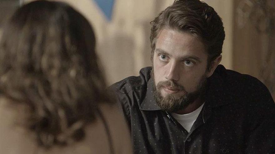 Renato conversa com Clara sobre Samuel