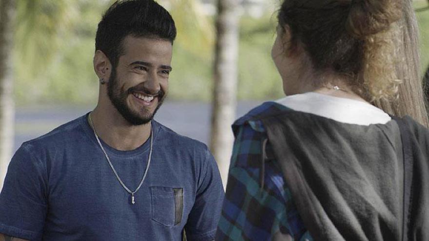 Simone questiona se Ivana ficará igual a ele se for mesmo transgênero e Tê garante que sim.