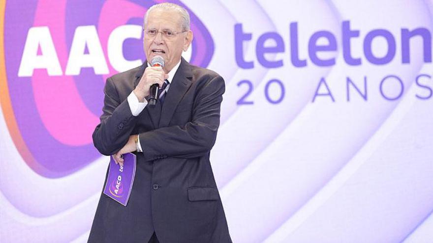 Joseval Peixoto no palco do Teleton