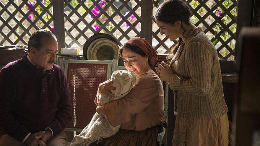 José Augusto apresenta Mariana para Henriqueta