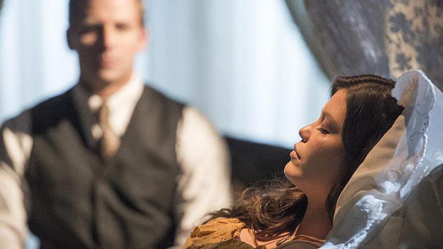 Vicente zela por Maria Vitória em Tempo de Amar