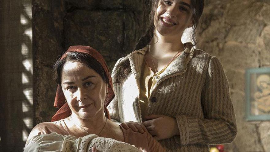 Angélica (Livian Aragão) e Henriqueta (Nívea Maria)