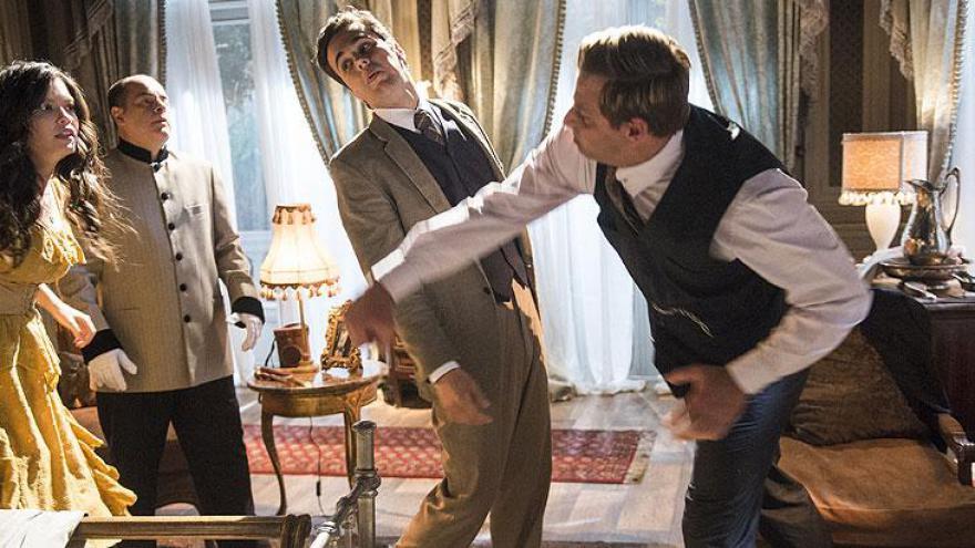 Vicente bate em Teodoro e cai