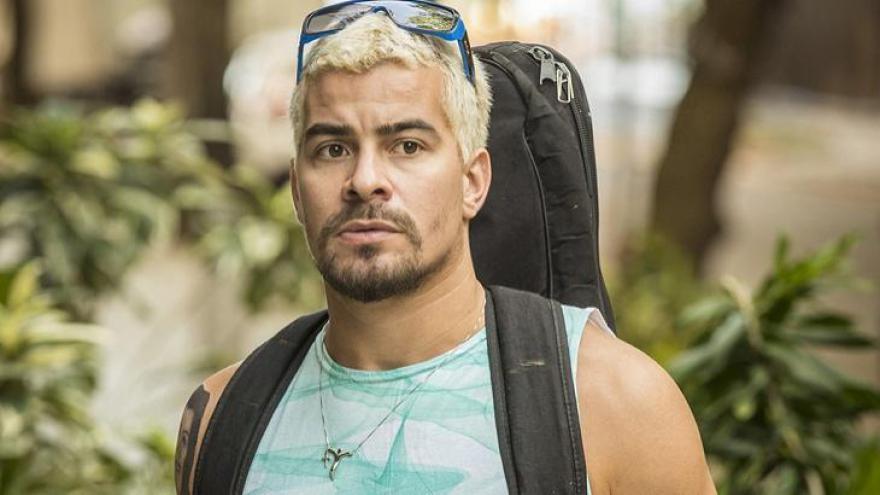 Que cantora participou da novela e contracenou com Thiago Martins?