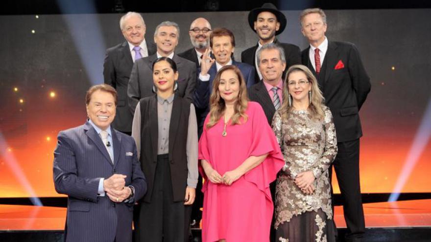 Silvio Santos com os jurados da edição