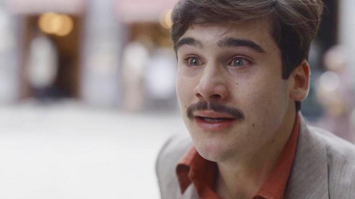 """Éramos Seis: Alfredo agride Júlio no meio da rua e dispara: """"O senhor é desprezível"""""""