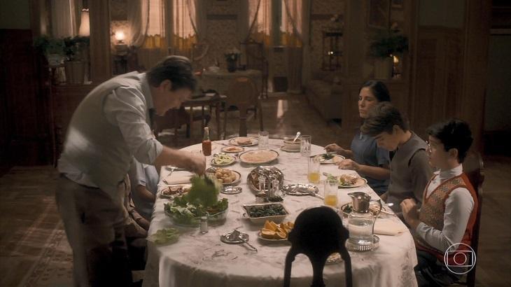 Jantar foi o principal momento da família de Lola em estreia de