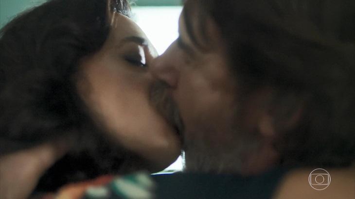 """Padre beijoqueiro derruba a web em capítulo final de """"Órfãos da Terra"""""""