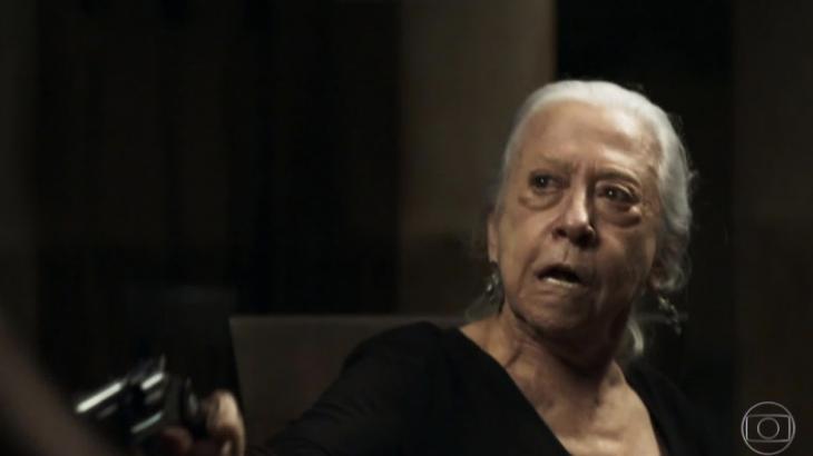 """A Dona Do Pedaço"": Velhinha pistoleira de Fernanda Montenegro bomba na web"