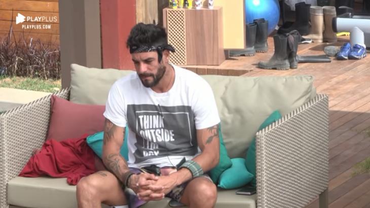 A Fazenda 2019: Diego revela problemas no corpo e ouve: