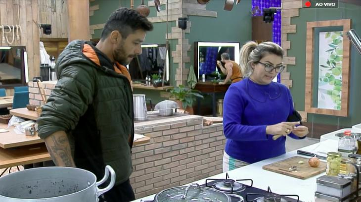 """Diego Grossi e Thayse Teixeira falam sobre primeira Roça de """"A Fazenda 11"""""""