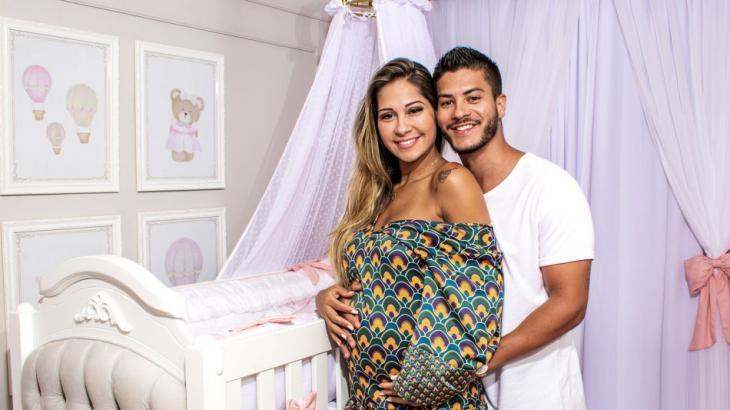 Mayra Cardi e Arthur Aguiar celebram a chegada da filha Sophia - Foto: Reprodução