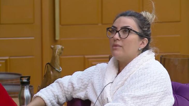 Thayse Teixeira durante participação no reality show A Fazenda 2019