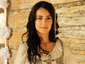 Andreia Horta aparece caracterizada como Joaquina para próxima novela