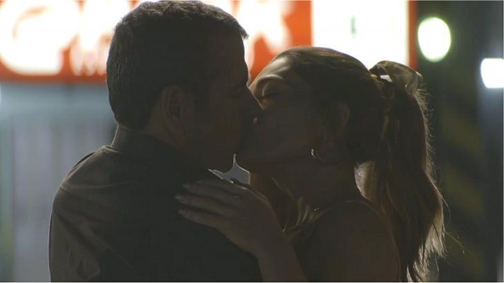 Maria da Paz e Amadeu trocam beijos em A Dona do Pedaço. Foto: Reprodução/Gshow