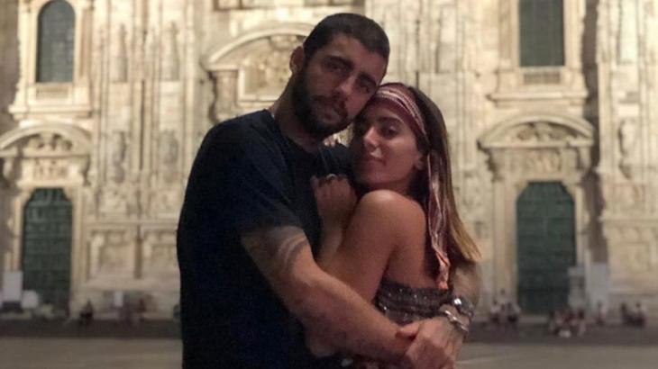 Anitta e Pedro Scooby, durante passeio em Milão - Foto: Reprodução