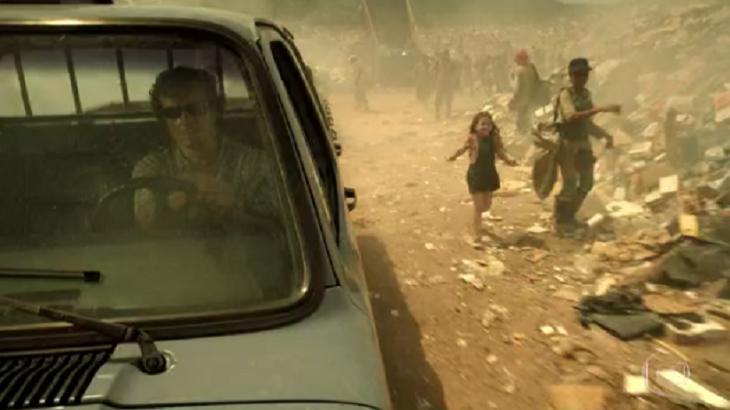 Max deixa Rita no lixão em Avenida Brasil. Foto: Reprodução